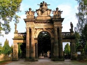 Hřbitovní portál. Tyto portály jsou pouze 2 na celém světě. Druhý je v Itálii